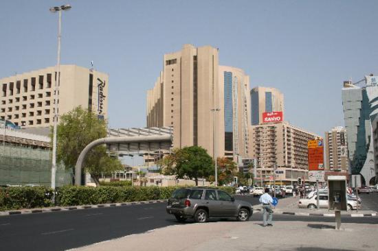 Дорога на Насер сквер