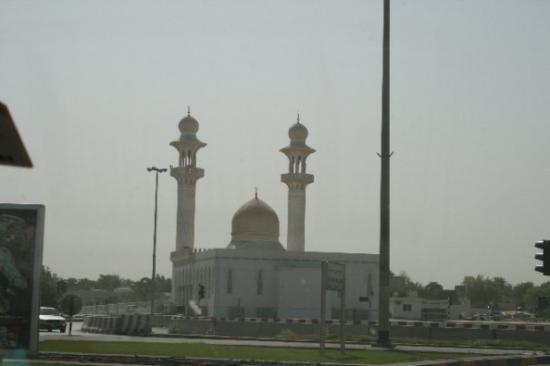 Мечети встречаются практически на каждом шагу