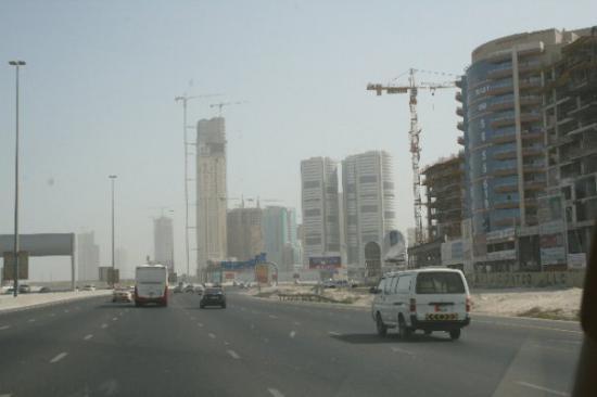Эмираты активно строятся, такую картину можно наблюдать везде