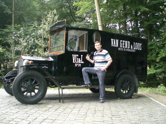 А это грузовик 19-го века, на нем перевозили грузы до железнодорожных складов.