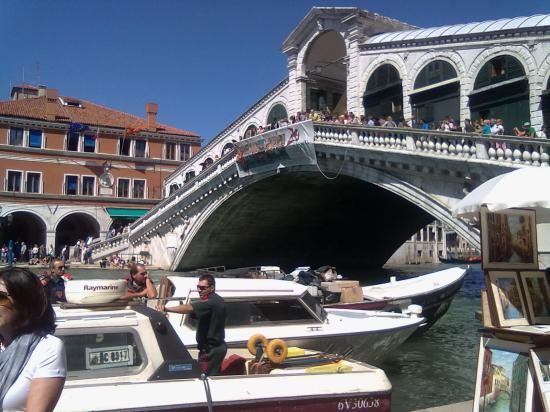 А это известный мост через Большой канал.