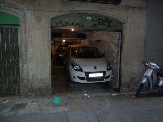 Гараж в историческом центре, где, казалось бы, совсем нет места автомобилям