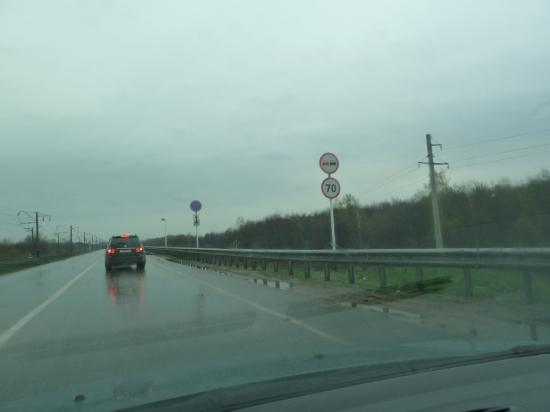 ограничение скорости до 70 км, но это лишнее, на спидометре 10 км/ч