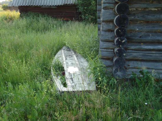 По берегам Керженца попадались старые дырявые лодки