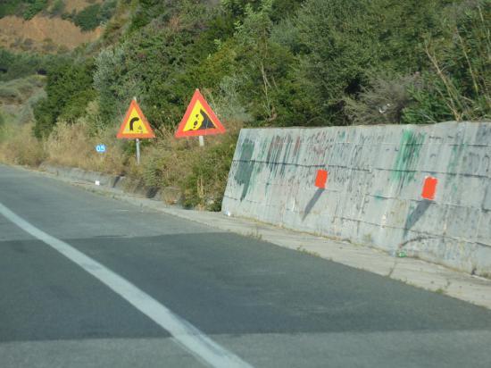 обвалоопасные места обозначаются знаками