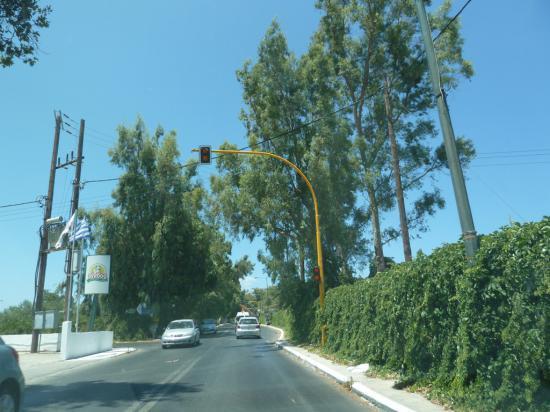 """в городах везде """"предупреждающие"""" светофоры"""