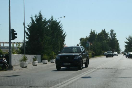 Nissan Navara - большой авто тут редкий гость.