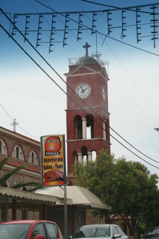Башня на церкви с часами