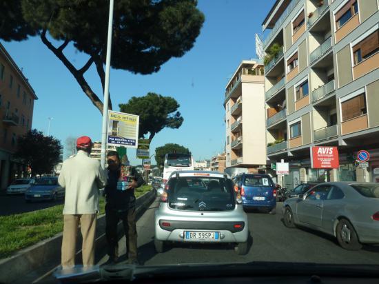 Все вещи сложили, спешим вон из этого шумного города на римскую кольцевую, выезжаем из города.