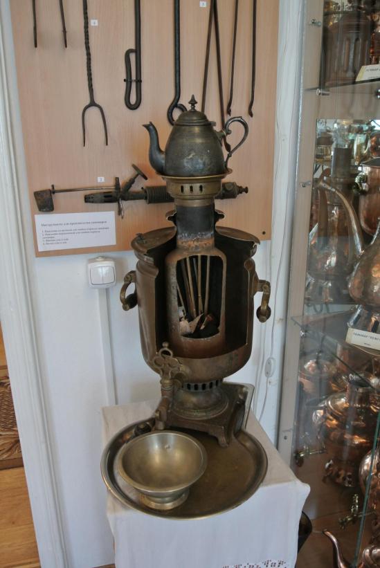 В музее самоваров, самовар в разрезе