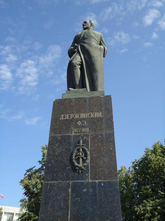 Меняются эпохи, власти, режимы, но Феликс Дзержинский, как символ российских спецслужб, будет вечен.