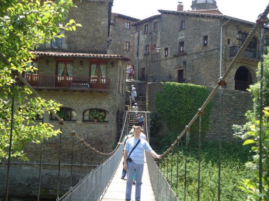 Подвесной мост в деревню со стоянки.