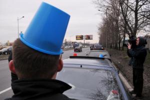 Большинство россиян готовы прикрепить на свой авто синее ведро