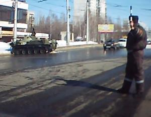 В центре Рязани боевая машина десанта протаранила столб