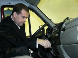 Дмитрий Медведев посетил цех сварки на ГАЗе