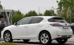 Новый кроссовер от Lexus -
