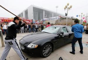 Автослесаря довели до истерики владельца  Maserati