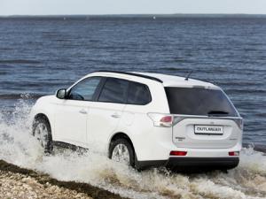 Новый Mitsubishi Outlander с двигателем 3,0 л. от 1 409 990 рублей